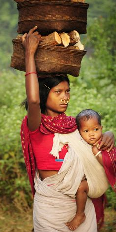 Dongria Kondh woman going to tge market in Orissa, India