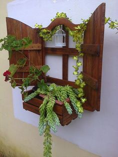 Brilliant Wood Pallet Planter Ideas: At whatever point we discuss the Planters, we all of a sudden begin finding as a main priority those mud made brilliant pots or additionally some other. Wood Pallet Planters, Wooden Pallet Projects, Wooden Pallet Furniture, Wooden Pallets, Pallet Wood, Pallet Ideas, Wood Ideas, Tire Planters, Pallet Fence