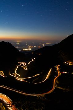 Would love to drive this road in a brand new Corvette Z06. Perfect.