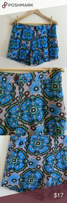 "(262) Boho Print Linen Shorts - Size 6 I love the print on these linen blend shorts. They are perfect for summer. Eye catching and very unique, in shades of grey, mint, and turquoise. Amazing with sandals and a flowy boho top! Waist: 32"", hip: 40"", length: 12.75"", label: Madison, size: 6, materials: linen, rayon. Madison Shorts"