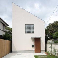 外観事例:ガラスブロックがアクセントの白い外観(『永福の家』光と風が通り抜ける、明るくかわいらしい住宅)