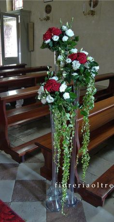 Fioreria Oltre/ Wedding ceremony/ Church wedding decor/ Pew decoration/ Red roses, lisianthus, ivy