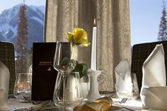 Tafel gedeckt Candles, Table Decorations, Furniture, Home Decor, Honeymoon Cruise, Honeymoons, Mountain Landscape, Wedding Preparation, Winter Garden