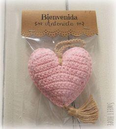 .......  #gørdetselv Love Crochet, Crochet Baby, Knit Crochet, Souvenirs Baby Shower Niña, Crochet Motifs, Crochet Patterns, Crochet Crafts, Crochet Toys, Creative Crafts