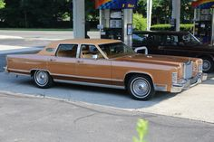 | 1978 Lincoln Continental Town Car | This is from the last year that the 460 V8 engine was available.
