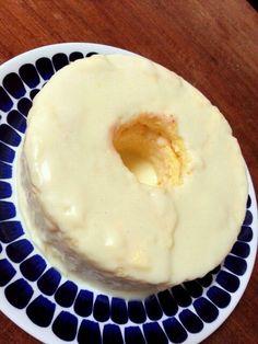 klalaさんのレシピでレモンシフォン。外側はホワイトチョコとレモンで作ったチョコレモン(cookpadレシピ)でコーティング。少し萎んだけど原因はスイーツ駆け出しの僕にはわかりません(-.-) 味はとっても美味しかったです(^-^)/ - 339件のもぐもぐ - レモンシフォン(レモンチョココーティング) by キヨシュン