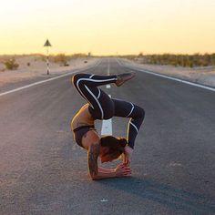 @Abbey.Yoga is featured in the Westerly Bra & Talia Legging. #aloyoga #beagoddess
