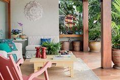 Na casa da empresária Maria Vitória, às margens da Lagoa da Conceição, em Florianópolis,a decoração despretensiosa reflete o desejo de espaços para usar de verdade.
