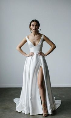 Tradesy White Mikado Taryn Camille Modern Wedding Dress Size 4 S Wedding Dress Sizes, Princess Wedding Dresses, Best Wedding Dresses, Bridal Dresses, Wedding Dresses With Slit, Bodice Wedding Dress, Classy Wedding Dress, Cinderella Wedding, Lace Bodice