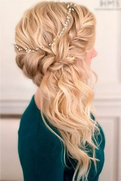 Chic Hairstyles for Prom to Let You Be Amazing ★ See more: http://glaminati.com/chic-hairstyles-for-prom/