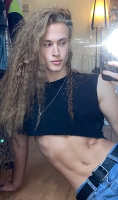 Crop Tops are for Guys Beautiful Boys, Pretty Boys, Beautiful People, Mens Crop Top, Guys In Crop Tops, Androgynous Men, Androgyny, Suit Fashion, Fashion Outfits