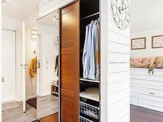 Una gran idea para instalar la cama en el salón | Decorar tu casa es facilisimo.com