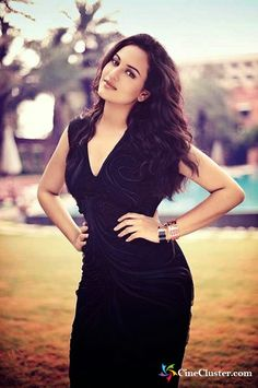 Sonakshi Sinha Hottest Wallpapers