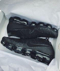 (LPU) Triple Black Vapormax Heat Basket Nike, Nike Vapor, Triple Black, Black Nikes, Nike Sneakers, Nike Shoes, Air Jordan, Shoe Game, Nike Air Max