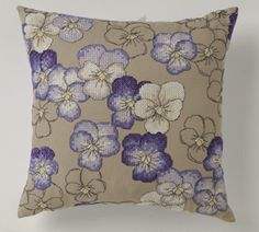 Free Pansy Pattern.   You do have to be a little creative to get this lool of a Pansy cushion