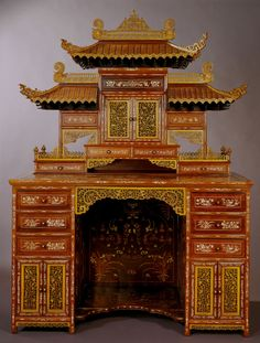 Chinese Desk Displayed at the 1904 World's Fair. Desk made in Ningpo, China ca. combining Chinese materials and Chinese architectural style with Western desk form. Photograph by Cary Horton, Missouri History Museum, Museum. Asian Furniture, Chinese Furniture, Antique Furniture, Chinese Culture, Chinese Art, Dojo, Chinoiserie Chic, Indochine, World's Fair