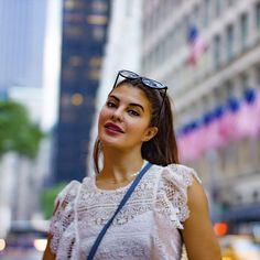 Known for her bold and beautiful appearance, Jacqueline Fernandez recently surprised her fans as she was seen wearing a hijab in her girl's night out Bollywood Girls, Bollywood Actors, She Girl, Jacqueline Fernandez, Old Actress, Classy Women, Girls Night Out, Beautiful Celebrities, Girl Pictures