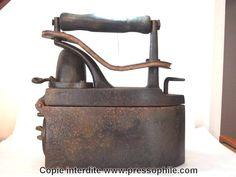 fer à repasser a charbon cheminée orientable; 8,7 kilos; début 1900 - Allemagne