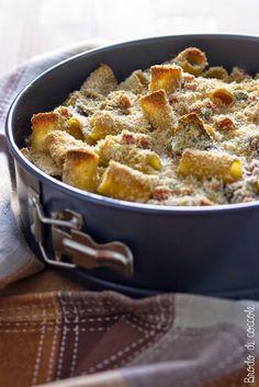 Pasta al forno pasticciata con prosciutto e piselli