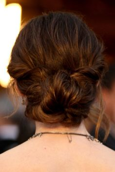 Jennifer Garner's low bun and more updo inspiration from the red carpet for #brides. #wedding
