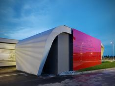 Image 10 of 19 from gallery of Gazoline Petrol Station / Damilano Studio Architects. Photograph by Andrea Martiradonna Lofts, Resorts, American Gas, Car Station, Filling Station, Roof Plan, Building Art, Modern Architecture, Studio
