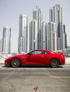 Nissan GTR ...