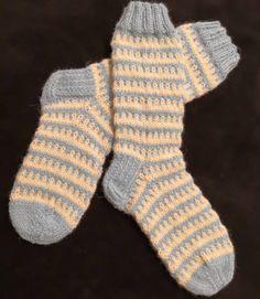 Strumpor till familjens yngste färdiga.  #sockenstricken #yllesockor #knitting #villasukat #yllesockor #woolsocks #knittingsocks #neuloosi… Socks, Instagram, Knitting Socks, Sock, Stockings, Ankle Socks, Hosiery