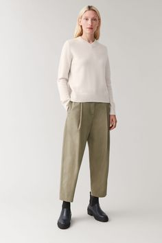Productpage - COS Color Khaki, Khaki Green, Cos Fashion, Fashion Outfits, Spring Fashion, Cos Outfit, Trouser Outfits, Cotton Pants, Jumpers For Women