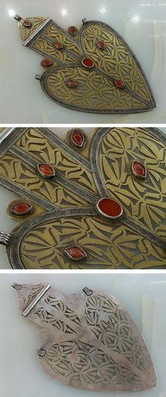 Turkmenistan | Pendant ~ asyk ~ silver, partially gilded, carnelian. L: 27,5 cm. 290 grs | ca. early 20th century | 1'250$