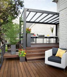 Dachterrasse gestalten Sonnenschutz Grill Holz Sonnenschutz im Garten