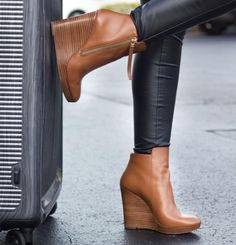 8 Persistent Cool Tips: Bot Shoes Boots formal shoes closed toe.Converse Shoes How To Clean bot shoes boots. Outlet Michael Kors, Handbags Michael Kors, Michael Kors Shoes, Mk Handbags, Fashion Handbags, Fashion Bags, Keds, Michael Kors Stiefel, Cute Shoes
