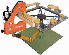 Increase your possibilites with one of these manual wood bandsaws from Italy! Wood Mill, Diy Tools, Manual, Woodworking, Italy, Wood Work, Workshop, Frame, Picture Frame