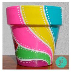 Y Luciana. Y Luciana. Flower Pot Art, Flower Pot Design, Clay Flower Pots, Flower Pot Crafts, Clay Pot Crafts, Clay Pots, Flower Pot People, Clay Pot People, Painted Plant Pots