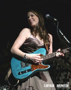 Susan Tedeschi, AMAZING blues singer!