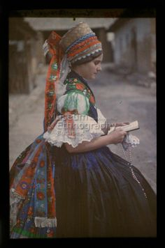 12 feb népviselet /Hungarian folk costume from the Traditional Fashion, Traditional Dresses, Traditional Art, Folklore, Costumes Around The World, Hungarian Embroidery, Folk Dance, Ethnic Dress, Folk Costume