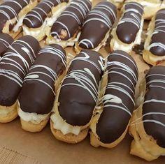 Italian Cookies, Cake Shop, Mini Cupcakes, Dessert Table, Biscotti, I Foods, Foto E Video, Wedding Cakes, Cheesecake
