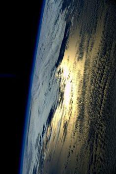 la buonanotte di Sam era sempre nuvole e riflessi del sole