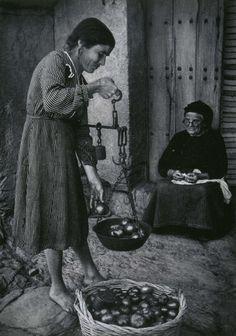 w eugene smith spanish village 1951 - Bvendiendo tomates