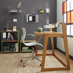 sekräter-selber-bauen-stuhl-mit-interessanter-form -wand in grauer farbscheme - Schreibtisch selber bauen -30 originelle Vorschläge