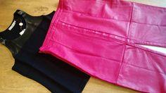 Combinação incrível de calça rosa e camisa preta. Chique e fora do comum! Deixe sua imaginação voar e crie looks maravilhosos conosco! Saia do básico e entre no elegante. www.malumodas.com http://ift.tt/29Ss7Qh #moda #campinas #grife #modabrasileira