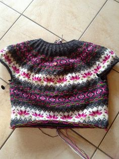 Ravelry: Project Gallery for Sydkoster pattern by Madeleine Bergh