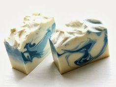 Beacon Creations - A fresh clean blend of Siberian fir needle, Green Apple and Lemon zest with a sheer floral center on a base of woods and Patchouli (barely there) The scent is so incredibly clean. A snow white base with a 2 toned blue utilizing the spoon swirling method.