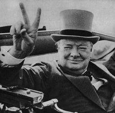#слово #мнение #адресс   Ни одно слово, летящее в твой адрес, не должно менять твое мнение о себе.  — Уинстон Черчиль