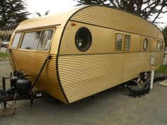 1957 Airfloat Cruiser vintage trailer with beautiful gold-anodized aluminum exte. - 1957 Airfloat Cruiser vintage trailer with beautiful gold-anodized aluminum exterior siding - Vintage Campers Trailers, Retro Campers, Cool Campers, Vintage Caravans, Camper Trailers, Vintage Motorhome, Happy Campers, Airstream Motorhome, Classic Trailers