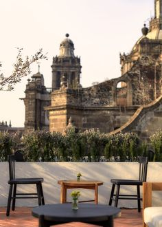 Guests can sit around the jet-black dining tables or on the more relaxed woven-back sofa seats while taking in views of notable Mexico City attractions such as the Metropolitan Cathedral and Templo Mayor. Mexico City Attractions, Rooftop Restaurant, Rooftop Terrace, México City, Grand Homes, Hotel Interiors, Best Hotels, View Photos, Cathedral
