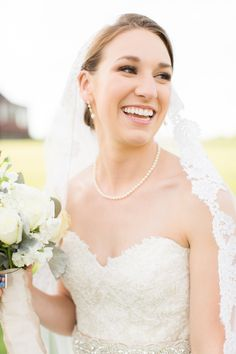 Beautiful bride | Photography: Deborah Zoe Photography - www.deborahzoephoto.com