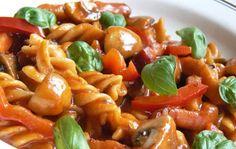 Pasta Salad, Pork, Ethnic Recipes, Sweet, Kale Stir Fry, Cold Noodle Salads, Noodle Salads, Pork Chops, Macaroni Salad
