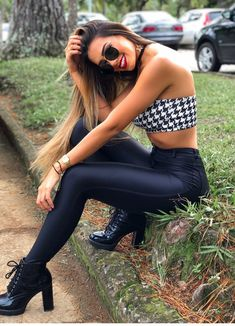 These are some of the best ways to wear leather leggings when you are searching for the perfect stylish outfit combination. Cute Casual Outfits, Sexy Outfits, Stylish Outfits, Girl Outfits, Fashion Outfits, Girls In Leggings, Girl Fashion, Womens Fashion, Outfit Combinations