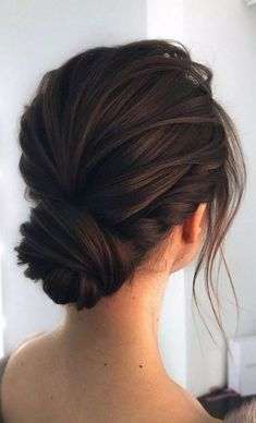 Gorgeous & Super-Chic Hairstyle That's Breathtaking Unique wedding updo hairstyle, messy updo bridal hairstyle,updo hairstyles ,wedding hairstyles Hair Up Styles, Short Hair Styles Easy, Medium Hair Styles, Easy Hairstyles For Medium Hair, Chic Hairstyles, Gorgeous Hairstyles, Updos For Thin Hair, Medium Length Hair Updos, Medium Hair Updo