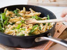 Fix und fleischfrei: Mandel-Pasta mit Feta und Rucola